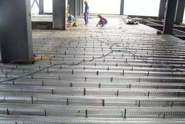 钢筋hang架楼承板施工中